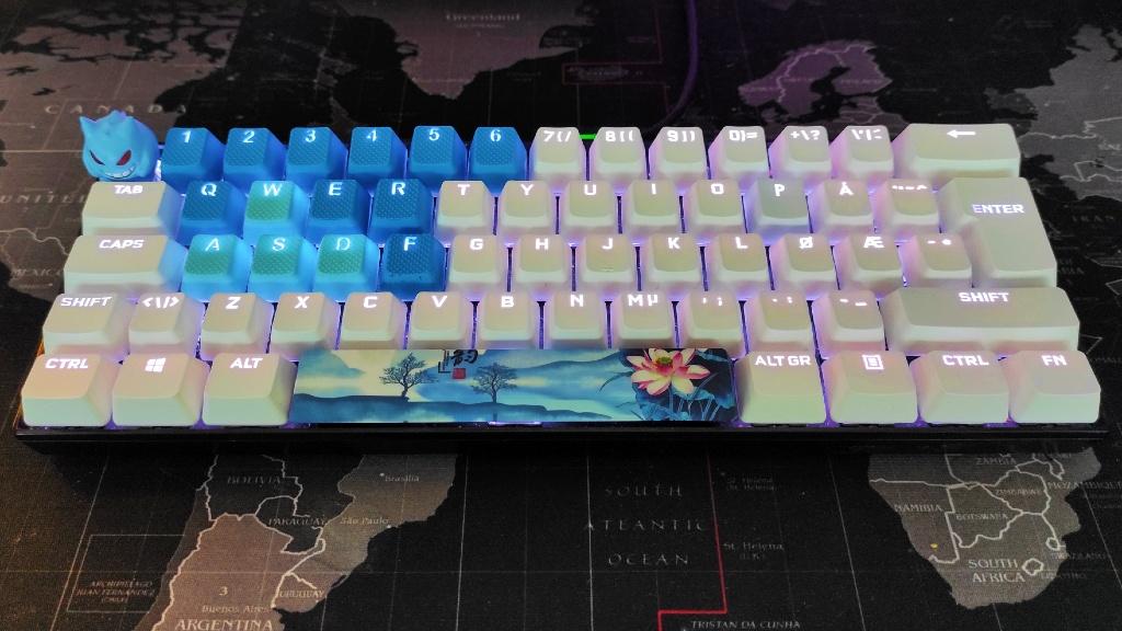 Deltaco GAM-075 tastatur med Corsair keycaps