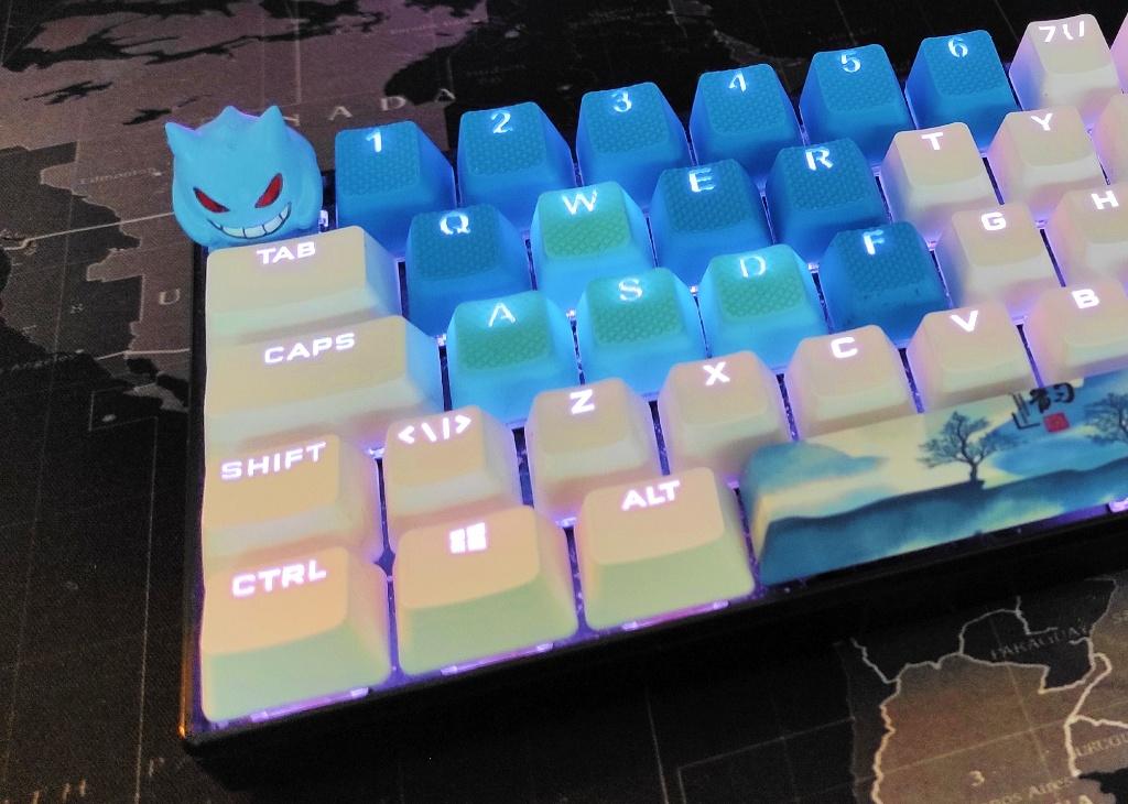 Deltaco GAM-075 tastatur med forskjellige keycaps